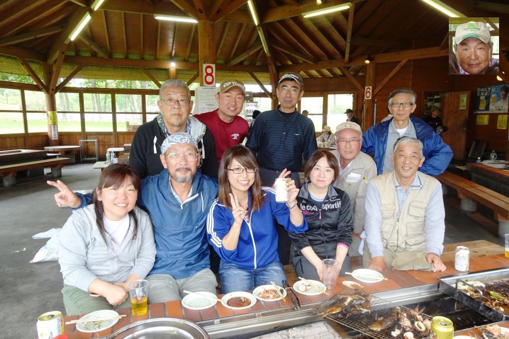 BBQだけ参加の田中先生も加わりハイポーズ